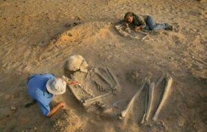 В разных уголках планеты находят скелеты огромных людей