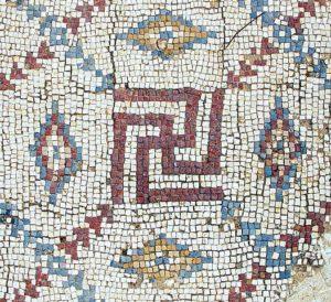Свастика из раскопанной византийской церкви в Шавей-Ционе (Израиль).