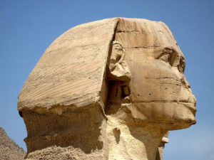 Исследования также показали, что на Сфинксе и других сооружениях плато Гизы имеется эрозия.