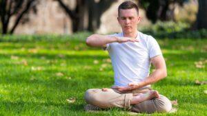 медитация помогает укротить эмоции