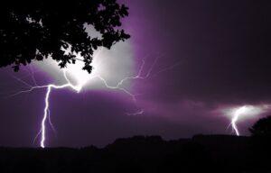 Эта таинственная и неразгаданная молния